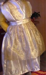 Mama Maus' Töchterlein verkleidet sich als Goldmarie von Frau Holle
