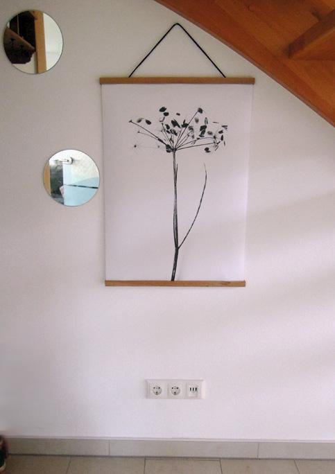 bilder an der wand anbringen ohne l cher zu bohren so geht 39 s. Black Bedroom Furniture Sets. Home Design Ideas