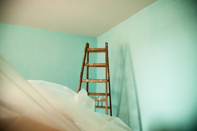 renovieren was taugt die farbe vom discounter. Black Bedroom Furniture Sets. Home Design Ideas