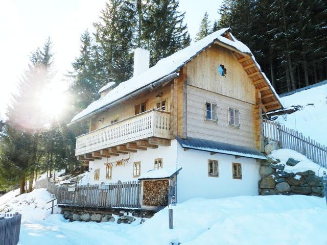 Fassade aus Putz und Holz