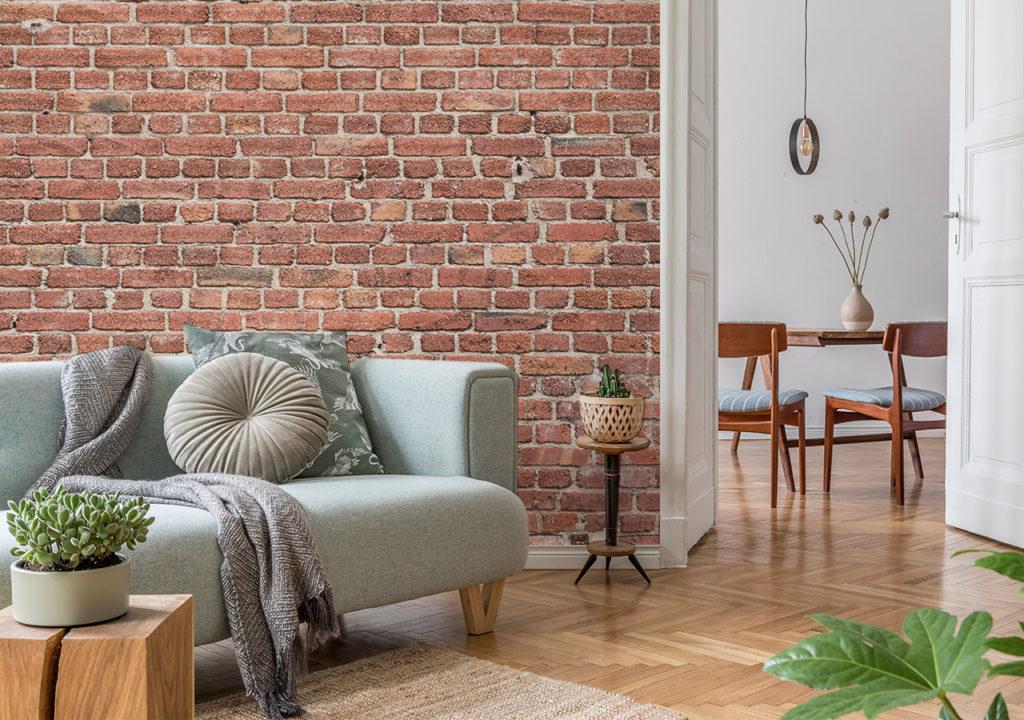 Wohnzimmer mit Fototapete in Backstein-Optik
